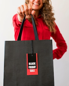 Bolsa de vista frontal con etiqueta negra de viernes