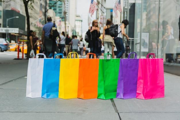 Bolsas de compras en la calle