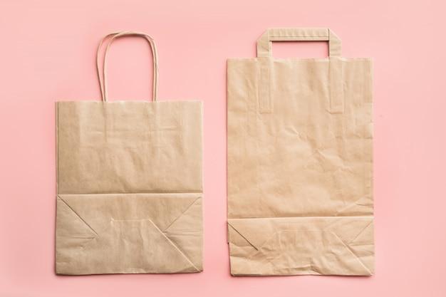 Bolsas de papel para compras sin desperdicio en rosa.