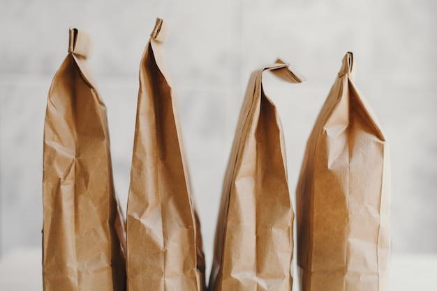 Bolsas de papel ecológicas para paquetes de comestibles, entrega de alimentos o almacenamiento de alimentos