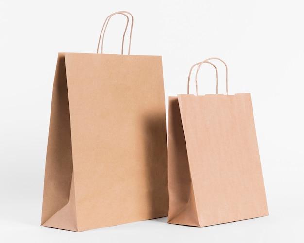 Bolsas de papel de vista lateral para ir de compras
