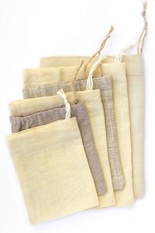 Bolsas pequeñas de algodón ecológico natural, confeccionadas en lino, maqueta.
