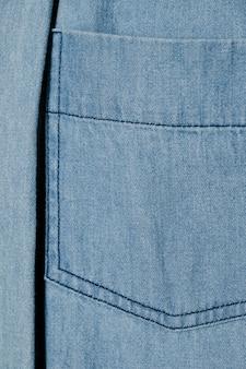 Bolsillo de mezclilla azul claro de cerca