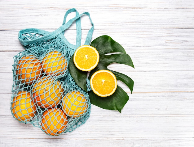 Bolso de compras de malla con naranjas