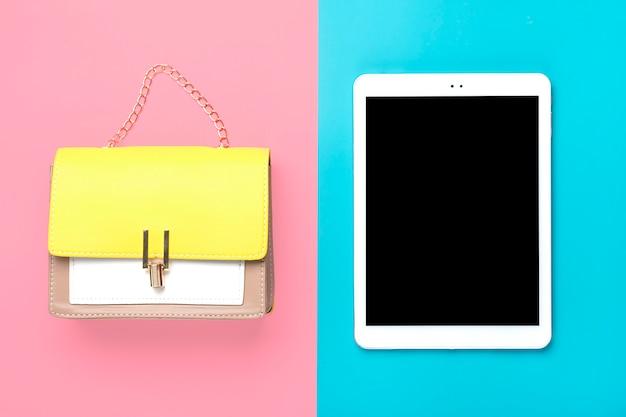 Bolso de cuero amarillo, beige, blanco, tableta.