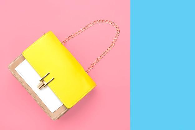 Bolso de cuero amarillo, beige, blanco.