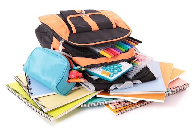 Bolso de escuela con libros y equipo