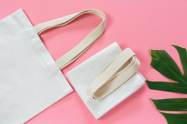 Bolso de tela de lona blanco. mockup de compras de tela con espacio de copia.