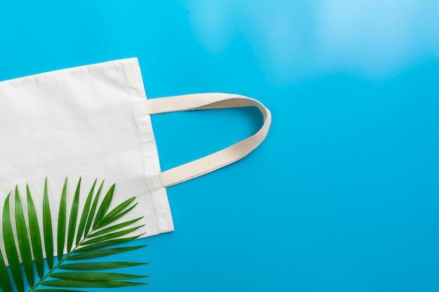 Bolso tote de lona blanco. maqueta de saco de compras de tela con espacio de copia.