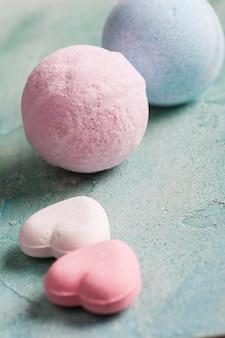 Bombas de baño rosa en forma de corazón