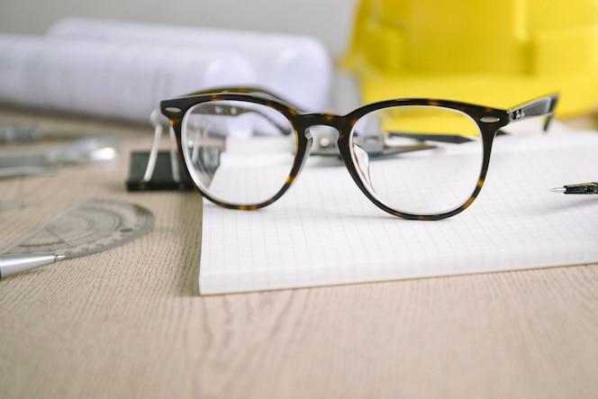Bonitos lentes para dibujar suministros