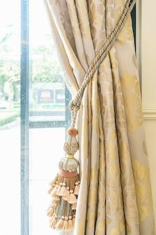 Borla de cortinas para parte de casa de lujo interior de cortina bellamente drapeada