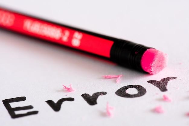 Borre la palabra error con un concepto de goma de eliminar el error