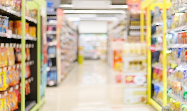 Borrosa de pasillo de supermercado vacío