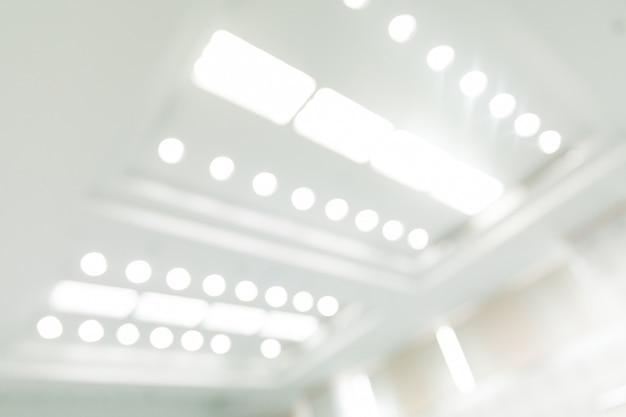 Borroso del techo en la sala de reuniones