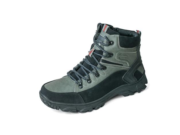 Bota de viaje de hombre izquierdo aislada sobre superficie blanca. calzado deportivo casual para hombre.