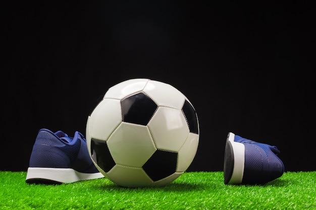 Botas de fútbol y pelota