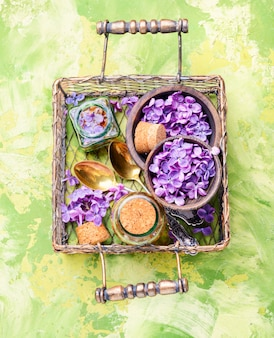 Botella de aceite esencial de lila.