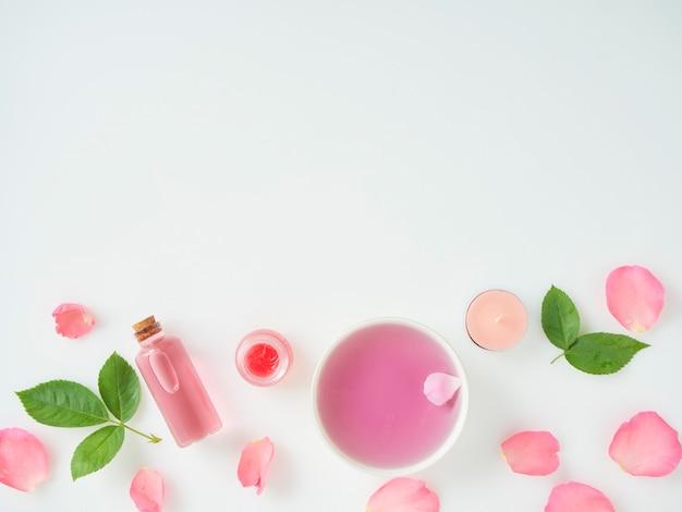 Botella de aceite esencial y rosas