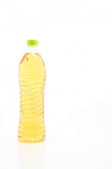 Botella de aceite en el fondo blanco