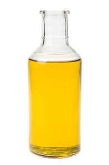 Botella con aceite sin tapón aislado en blanco
