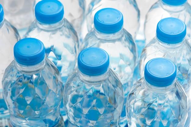 Botella de agua de plástico comida