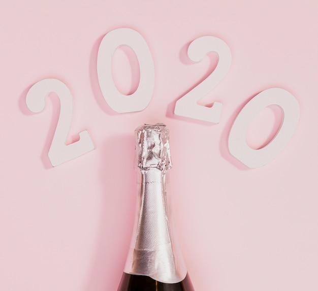 Botella de año nuevo de champán sin abrir