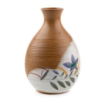 Botella de cerámica aislada en un fondo blanco