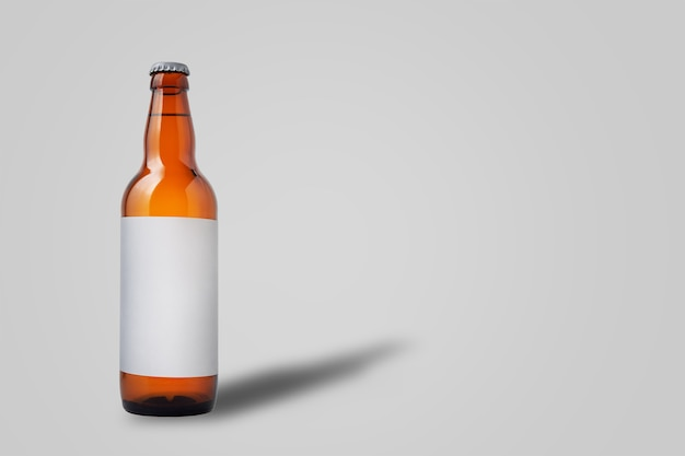 Botella de cerveza, aislado