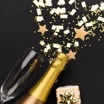 Botella de champán y copa