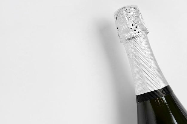 Botella de champán con espacio de copia