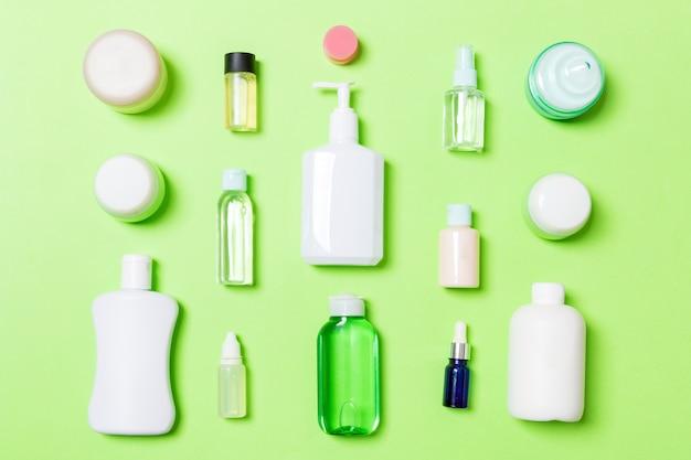 Botella de cuidado corporal composición plana