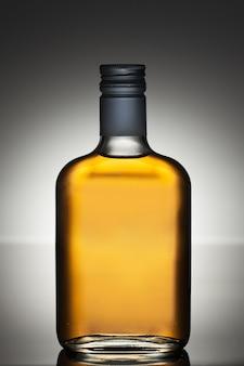 Botella de licor llena
