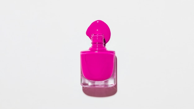 Botella de pinta uñas