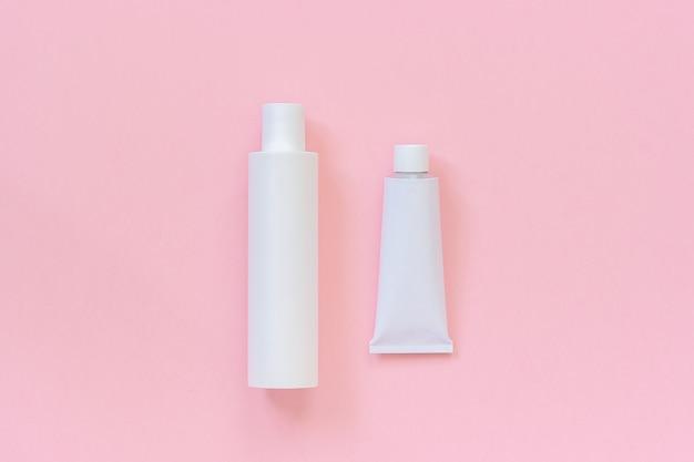 Botella de plástico blanco o cosmética blanca o médica y tubo de estaño para crema, champú, pomada, pasta de dientes
