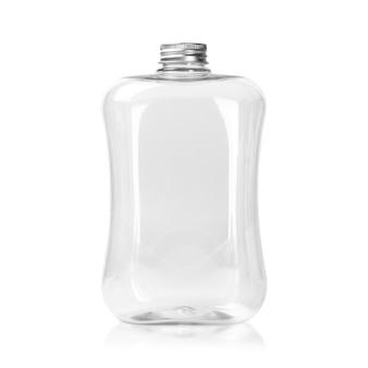Botella de plástico vacía con tapa de plata aislado en blanco