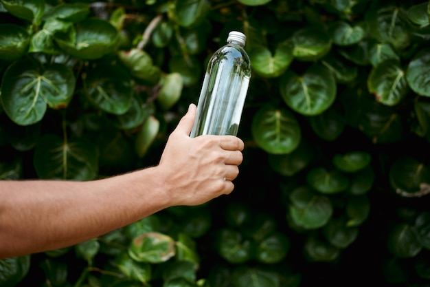 Botella de vidrio transparente reutilizable de agua de mano