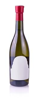 Botella de vino aislada en el blanco
