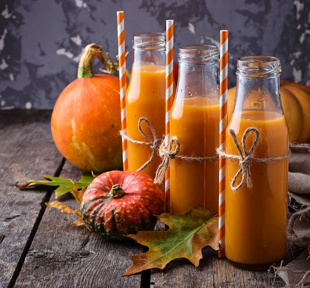 Botellas de jugo de calabaza saludable