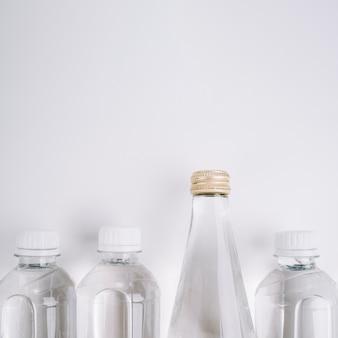 Botellas de plástico con espacio de copia.