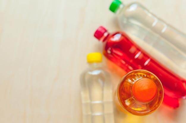 Botellas de plástico con refrescos