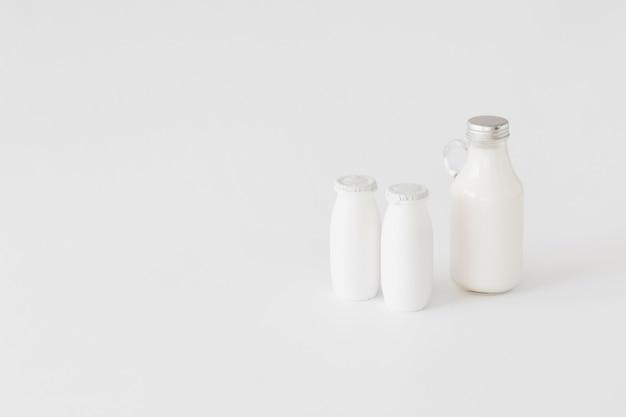 Botellas para productos lácteos.