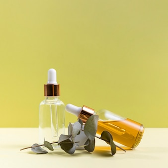 Botellas de suero con ramita