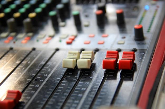 Botón de ecualizador en el sistema de sonido