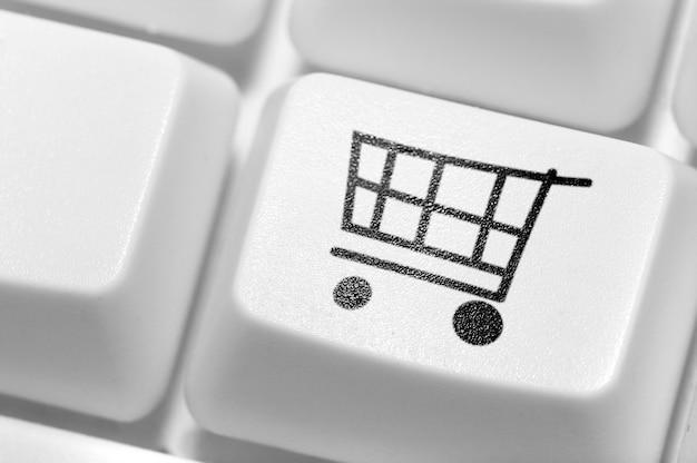El botón o compras en el teclado. tienda online.