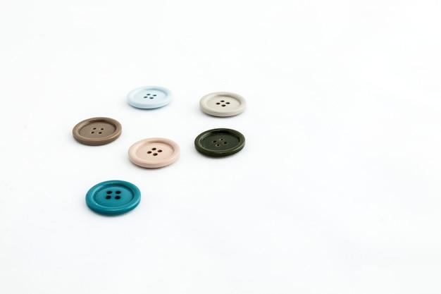 Botones de colores aislados sobre fondo blanco