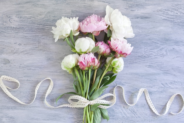 Bouquet de hermosas peonias.