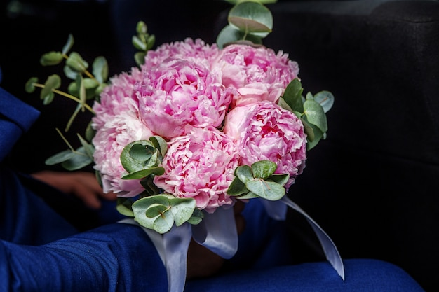 Bouquet de peonía rosa.