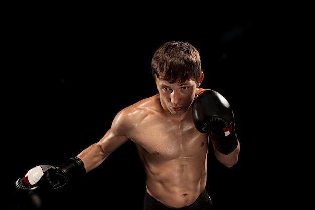 Boxeador masculino en negro