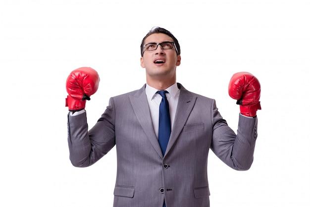 Boxeo del hombre de negocios aislado en el fondo blanco